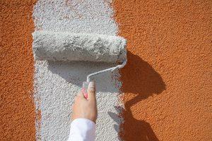 6. Po vyschnutí naneste penetrační nátěr Baumit MultiPrimer a následně proveďte dvojnásobný nátěr fasádní barvou Baumit.