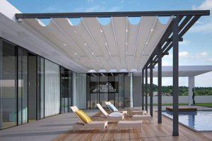 Hliníková pergola se stahovací střechou jako elegantní a funkční zastřešení terasy