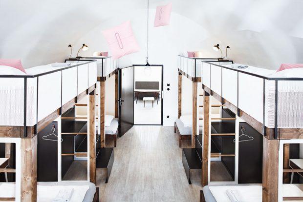 Větším společným pokojům nechybí originální prostorová řešení spacích zón. FOTO JOSEF KUBÍČEK