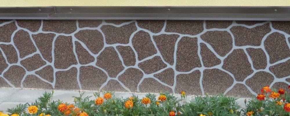 Originální sokl domu? Zkuste to s omítkou imitující obklad z kamene!