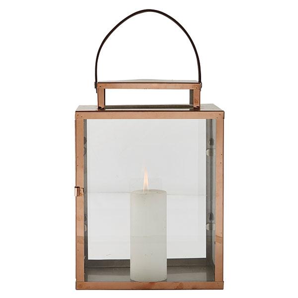 Měděná lucerna z nerezové oceli (KJ Collection) na válcové i čajové svíčky s popruhem pro snadnější přenášení, ve třech velikostech od 10,5 x 14 x 18,5 cm do 17,5 x 23 x 32 cm, cena 999 Kč, www.bytove-doplnky-dekorace.cz