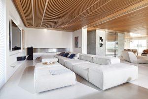 Televizní místnost je vybavena dokonalou technikou apohodlným jednoduchým nábytkem. FOTO RUI TEIXEIRA