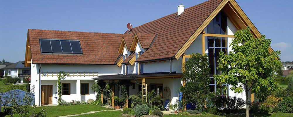Šikmou, nebo plochou střechu?