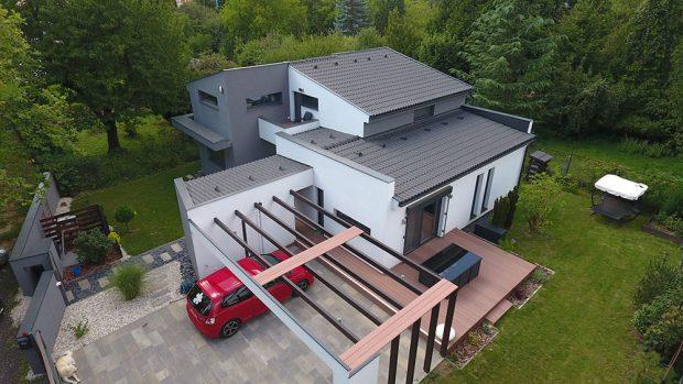 U pasivního domu uplatněte střechu s malým sklonem, které mají jednodušší detaily napojení, izolování a menší objem (FOTO BRAMAC)