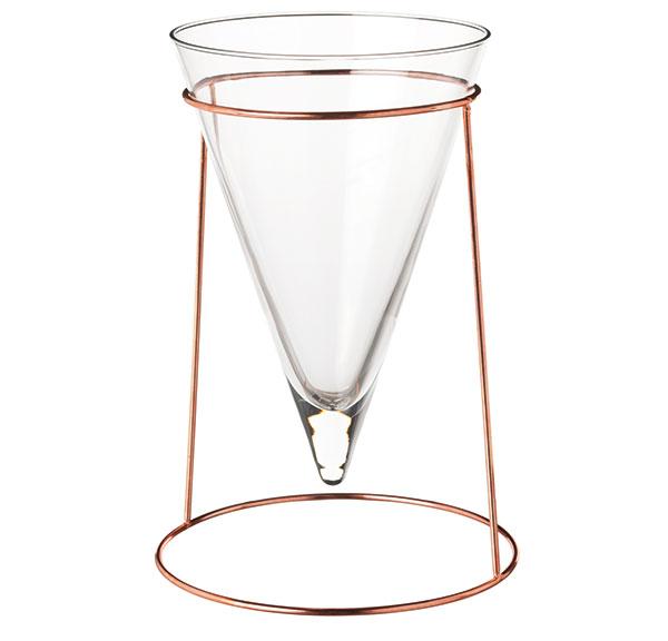 Váza Hjärtelig, design Maja Ganszyniec, čiré sklo, v29 cm, cena 349 Kč, www.ikea.cz