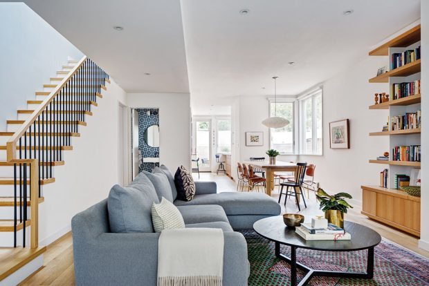 Změna dispozice a uplatnění světlíků a prosklených rohů domu prospěly. Interiér je plný světla. FOTO FRANCIS DZIKOWSKI