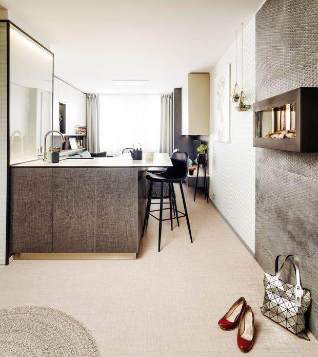 Přestože rekonstrukce a změna dispozice ukrojily zcelkové rozlohy 2,5 m², byt je mnohem lépe využit a působí prostorněji. FOTO MARTIN FLORIAN