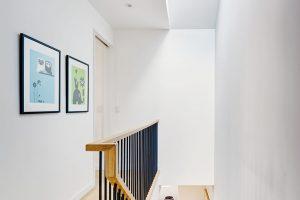 Přirozené světlo do domu proniká idíky soustavě světlíků. FOTO FRANCIS DZIKOWSKI