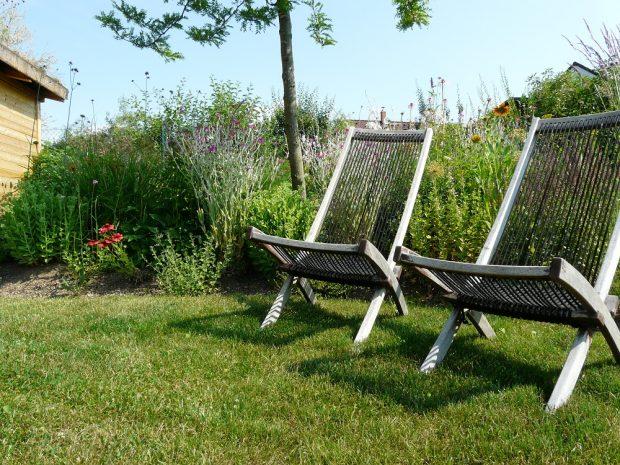 Pokud budete chtít na zahradě odpočívat, pak nezapomeňte naplánovat klidný odpočinkový kout.