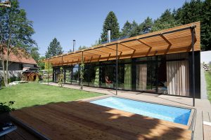 Rodinný dům se standardním zázemím zapadá do okolní krajiny