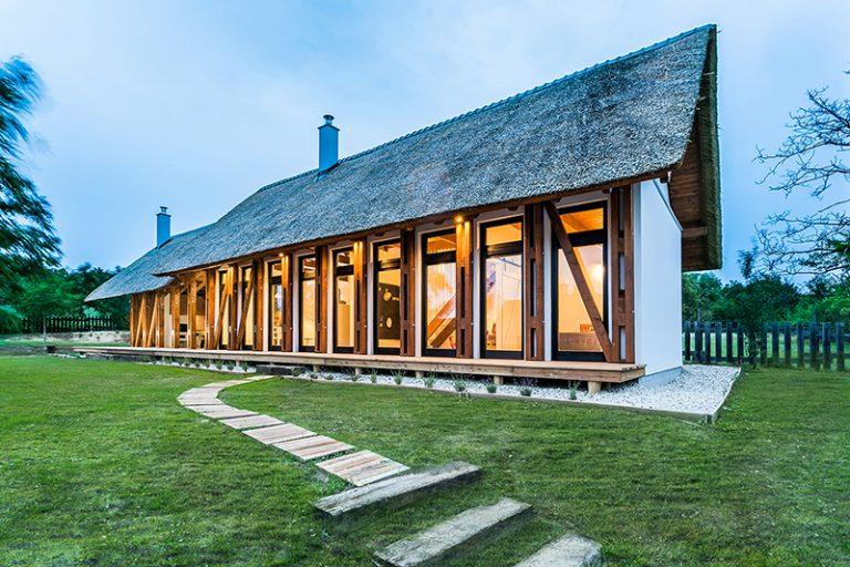 Tradiční i moderní: Chata plná dřevěných trámů
