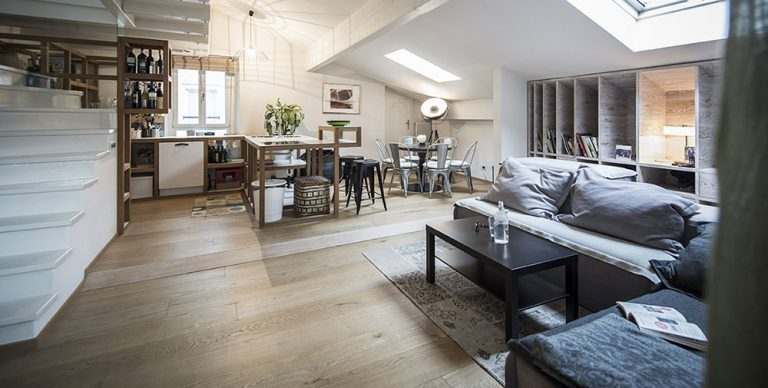V nejvyšším patře historického domu objevili klenot: Dvoupokojový byt s unikátní atmosférou