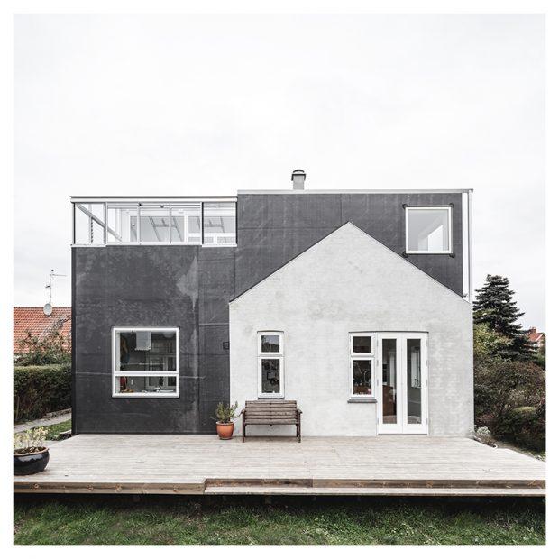 """Starý dům s moderní """"helmou"""": Přístavba, která nezasáhla do zahrady"""