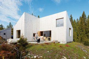 Netradiční norská tradice: Komfortní dřevostavba s funkčním interiérem