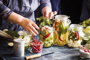 Každá domácnost využívá zpravidla tradiční rodinné postupy a recepty. FOTO SHUTTERSTOCK