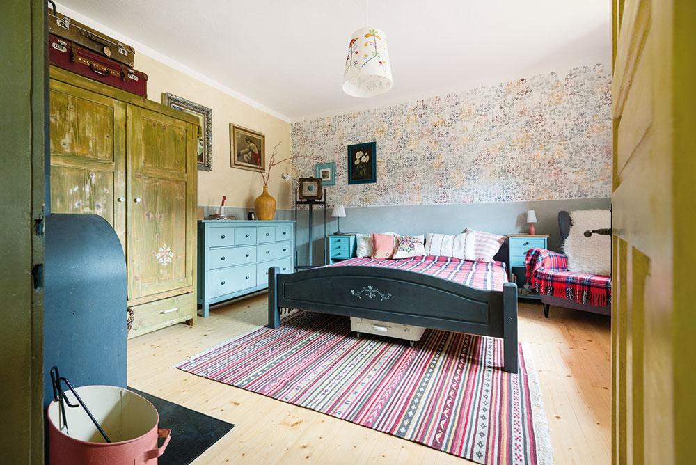 Hlavní ložnice s venkovskou nostalgií