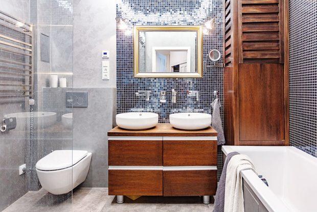 Do malé koupelny se věsla ivana advě umyvadla, což je ráno obzvlášť praktické. FOTO JH STUDIO