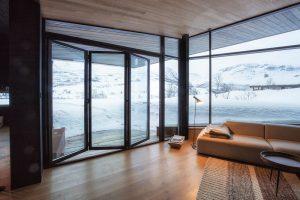 Vysoce izolované prosklené fasády Schüco FW 50+.SI a dveřní systémy si poradily s chladným norským regionem. FOTO Invit Arkitekter, Ålesund / Johan Holmquist