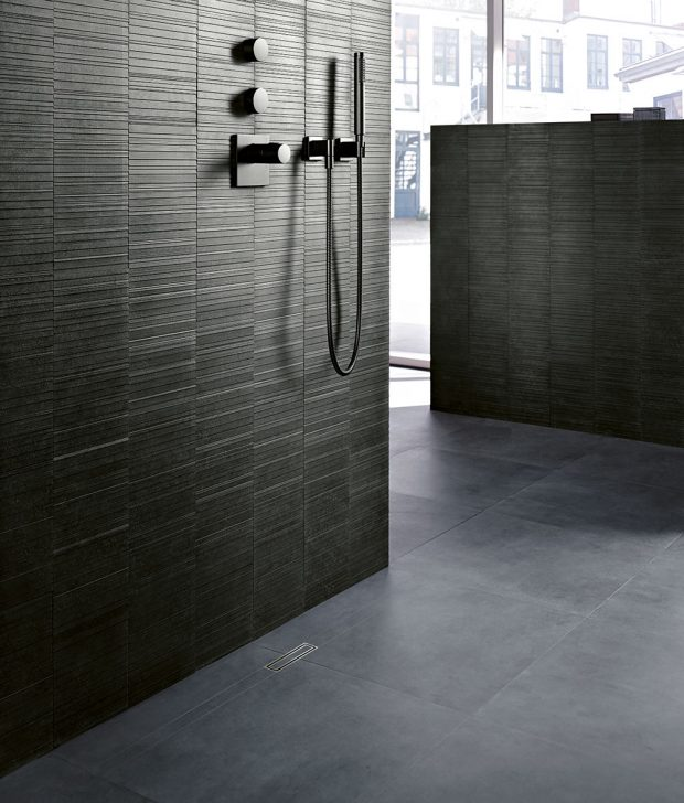 Sprchové kanálky Geberit CleanLine lze umístit kamkoliv a upravit je přesně na míru velikosti Vašeho sprchového koutu. Foto Geberit