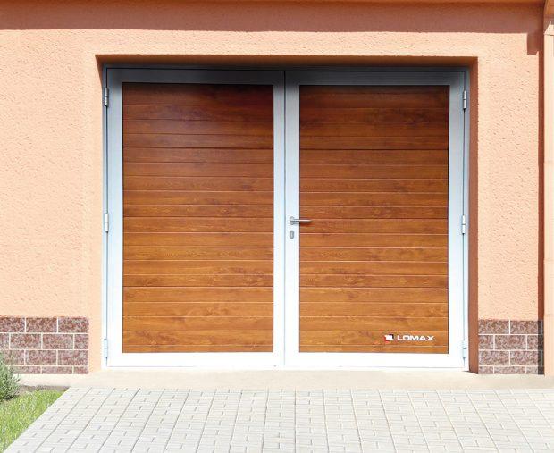 Dvoukřídlými vraty zajížděli do garáží Ladami aŠkodovkami už naši prarodiče. Oblibě se těší dodnes. www.lomax.cz