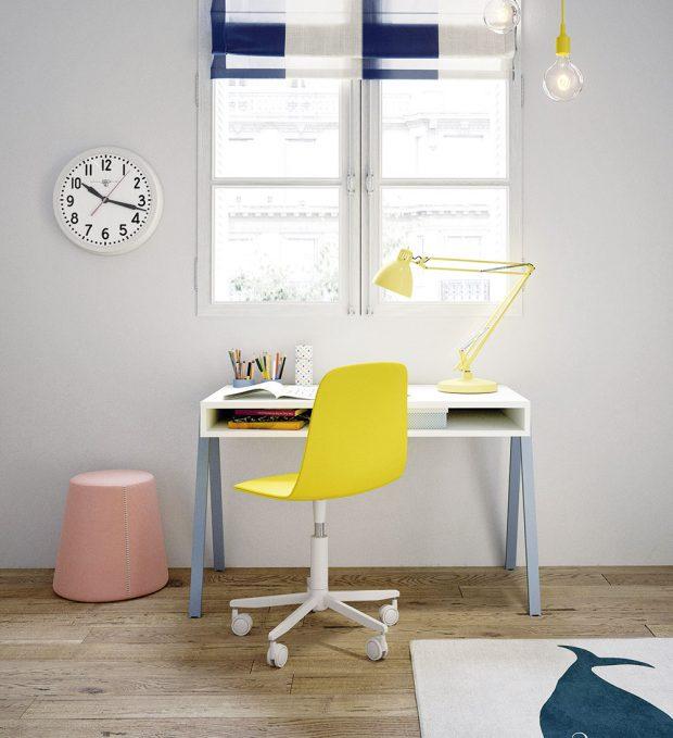Pracovní stůl by měl být videálním případě umístěn uokna. Na stole by neměla chybět ani stolní lampa, která dobře osvětlí pracovní plochu. Rostoucí stůl (Nidi), stolová deska z3cm lamina vněkolika barvených variantách, nastavení desky do 3 výškových úrovní 53/63/73 cm, d. stolu 129 cm, š. stolové desky 66 cm, 16 640 Kč, www.space4kids.cz FOTO NIDI KIDS
