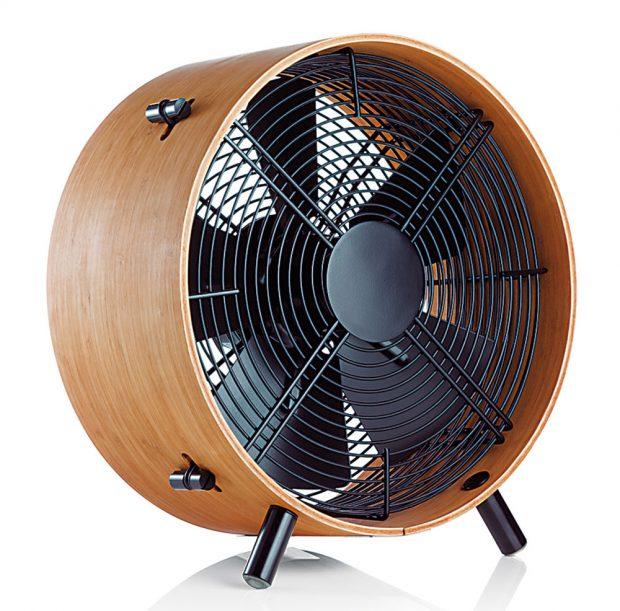 Podlahový ventilátor Otto (StadlerForm), bambus, ocel, hliník, 13,7 x 14,8 x 7,2 cm, 4990 Kč, www.alza.cz