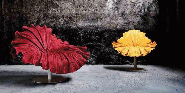 Křeslo inspirované něžným květem přivedl na svět filipínský designér Kenneth Cobonpue, jehož tvorba se soustředí především na sedací nábytek ainspirace rodnou zemí je patrná vkaždém kousku. Křeslo Bloom, design Kenneth Cobonpue, mikrovlákno asklolaminát, kovová noha, www.kennethcobonpue.com