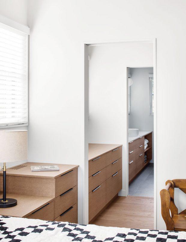Jednoduché afunkční zařízení ložnice nerozptyluje, což je pro místnost určenou kodpočinku plus. FOTO ADRIEN WILLIAMS
