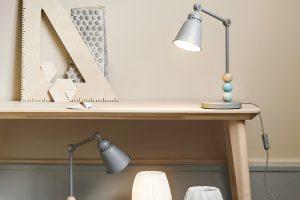 Série Lantlig LED dětských lamp na stůl, stěnu inoční stolek prochází přísnými bezpěčnostními testy. Plast, ocel adřevo. Cena od 749 Kč. www.ikea.cz