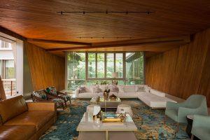 Nejzajímavější výhled, stejně jako design a pohodlí skýtá obývací pokoj, kostka v horním patře budovy. Interiér tvoří podlahy z onyxu a masivní teakové obložení. Autor fotografií: Khoo Guojie, Singapore
