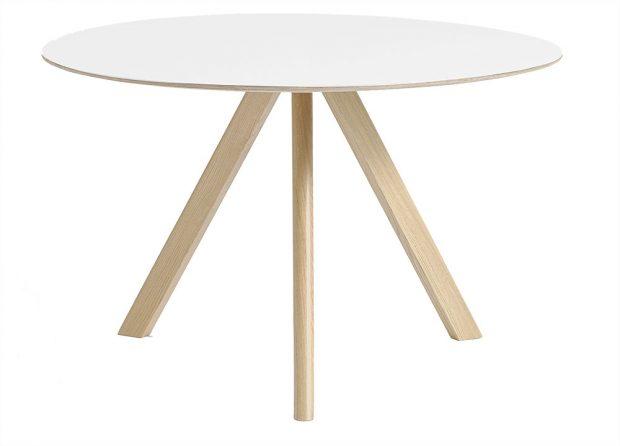 Jídelní stůl CPH20 (Hay), design Ronan & Erwan Bouroullec, dubová podnož, Ø 90 cm, 8 538 Kč, www.stockist.cz