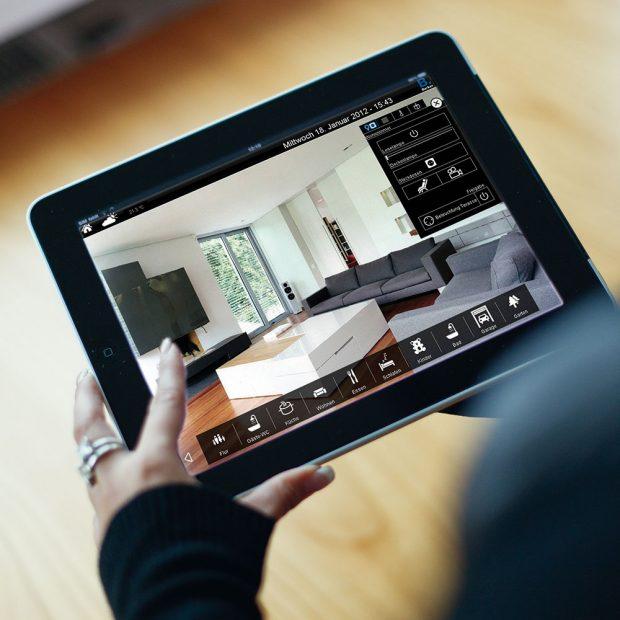 Ovádání domácnosti z tabletu FOTO Hager Electro