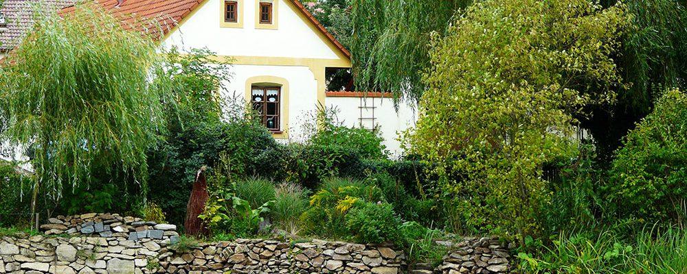 Venkovská zahrada plná krásy a užitku