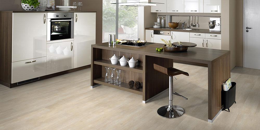 """Borovicovou či bukovou podlahu položíte díky nové vinylové kolekci 1FLOOR """"V"""" s dřevěnými dekory"""