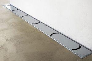 Nechte vyniknout podlahu ve sprše – pomůže vám odtokový žlab