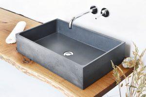 Umyvadlo na desku Box (Gravelli), design Tomáš Vacek, beton, 640 × 365 × 140 mm, 17900 Kč, www.perfecto.cz FOTO PERFECTO DESIGN