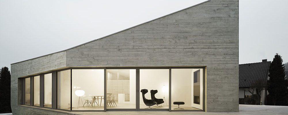 Dům jako betonový krystal: Bydlení nemusí být pravoúhlé!