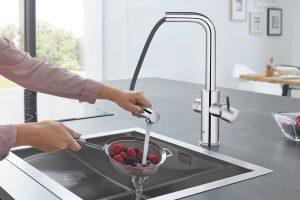 Společnost GROHE představuje novou verzi systému Blue Home s vytahovacím perlátorem a ovládáním přes aplikaci