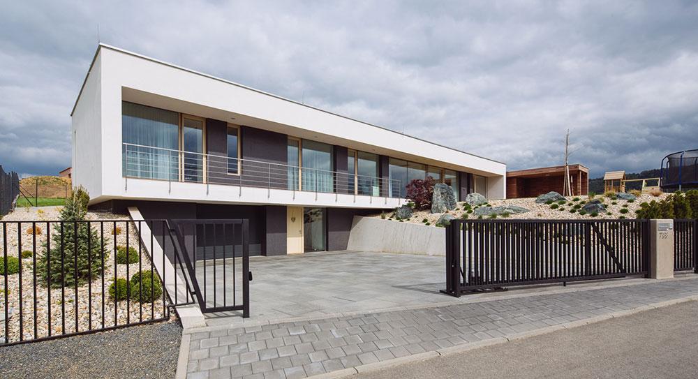 Jednoduchý jednopodlažní dům s příjemným výhledem do údolí