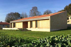 Jednoduché řešení pro rodinný život na venkově? Odpovědí může být i tento dům