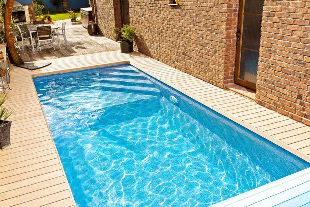 Design-kompozitní bazény Métropole mají integrovaná schodiště, jejichž tvar a umístění si lze zvolit podle své libosti. Tyto bazény, tedy i model Cannes na snímku, se dají skvěle umísit také v interiéru. zdroj Mountfield