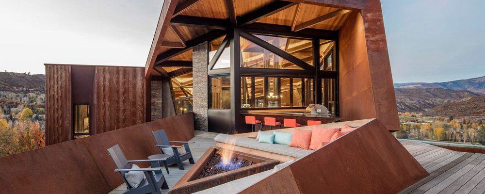 Drsný dům do drsné přírody: Asymetrie a rezavá fasáda