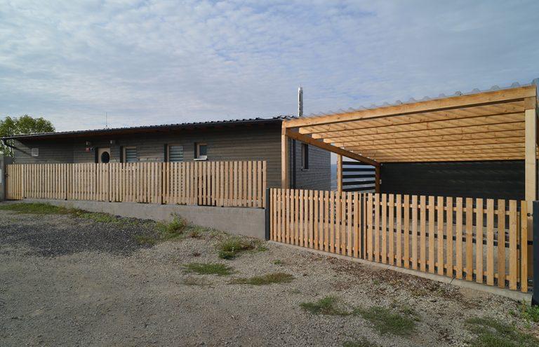 Proč se rodina rozhodla postavit si dům na prudkém svahu?
