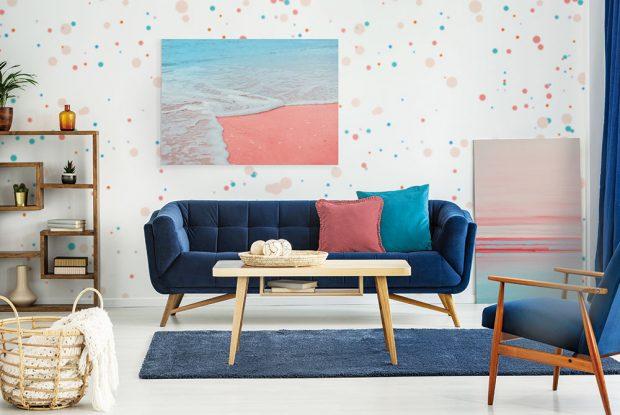 Odborníci zPantone Color Institute se snažili použití korálové barvy potenciálním fanouškům usnadnit, anavrhli proto pět doplňkových barevných palet, se kterými bude vypadat naprosto úchvatně. Patří knim isyté odstíny modré, snimiž si budete připadat jako vmořských hlubinách. FOTO PIXERS