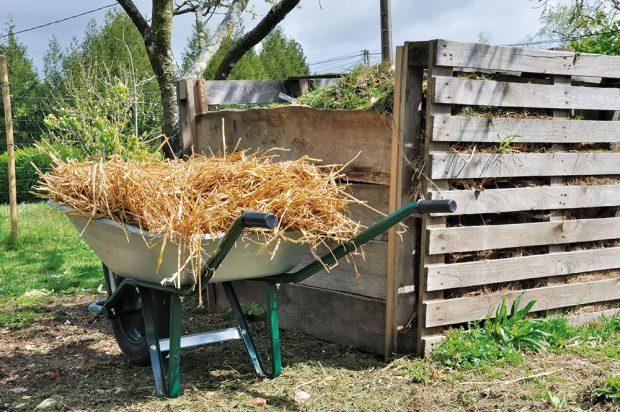 Kompost lze snadno vybudovat ize starých palet. Všechno použité dřevo musí být bez chemického ošetření. FOTO ISTOCK