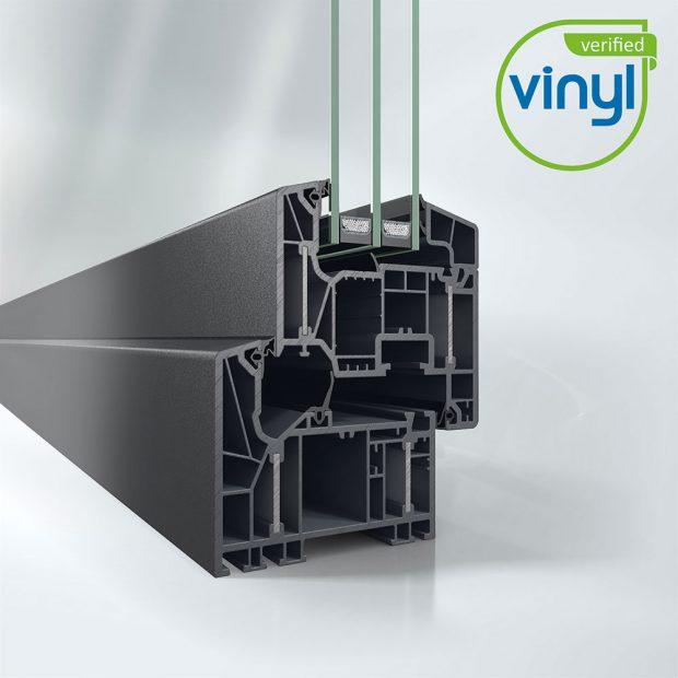 Okenní systém Schüco LivIng Alu Inside bez použití oceli s patentovanou technologií hliníkových pásků pro nejlepší tepelně izolační účinnost (Uf = 0,87 W/m²K). Zdroj fotografií: Schüco CZ