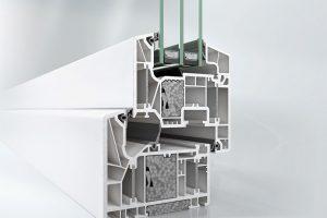 Okenní systém Schüco LivIng Alu Inside s patentovanou technologií hliníkových pásků a přídavných izolačních bloků vhodný pro certifikaci pasivních domů podle Dr. Feista (Uf = 0,79 W/m²K). Zdroj fotografií: Schüco CZ