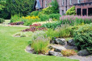Když se rostliny usadí arozrostou, vytvoří se vyvážené společenství, které je nenáročné na údržbu. FOTO ISTOCK