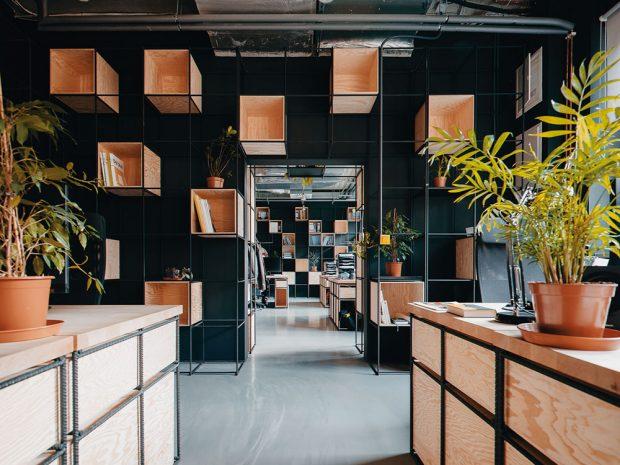 Kancelář architektonického studia Black n' Arch byla vybrána odbornou porotou včle sEvou Jiřičnou jako vítězná vsoutěži Zasedačka roku vkategorii Malá kancelář. ARCHIV TRIGEMA