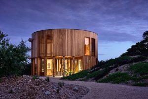 Chcete ušetřit prostor? Postavte si dům s kruhovým půdorysem (VIDEO)